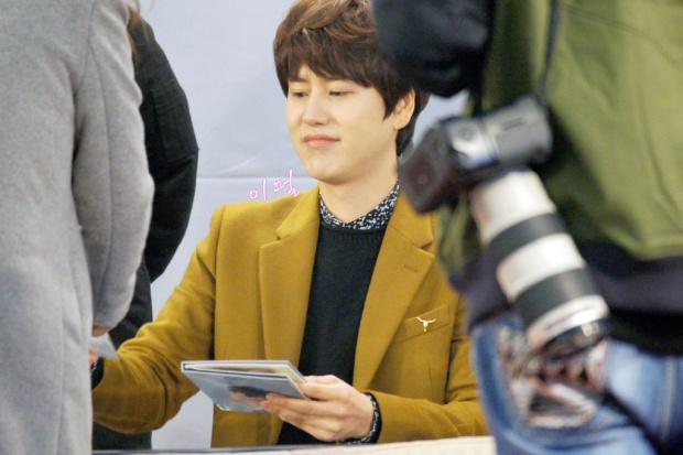 141203_kyuhyun_mini_concert_lotte_mall (33)