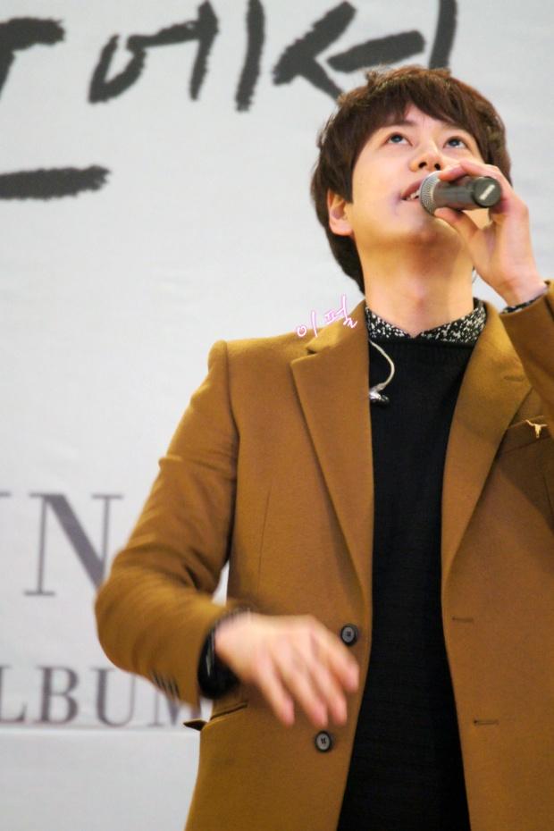 141203_kyuhyun_mini_concert_lotte_mall (9)