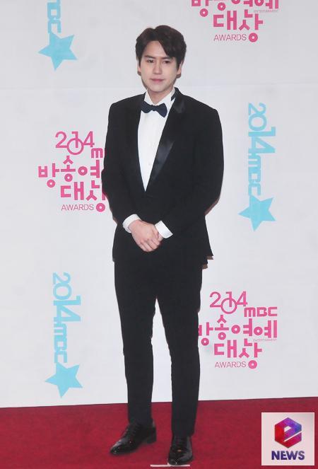 141229_kyuhyun_mbc_ent_awards (2)