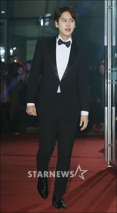 141229_kyuhyun_mbc_ent_awards (26)