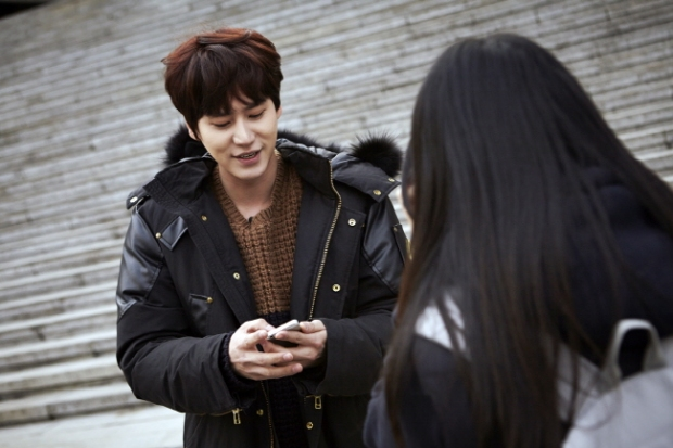 Staff_diary_update_kyuhyun_at_gwanghwamun_ (6)