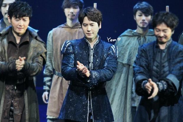 150123_kyuhyun_robin_hood_musical_1st (1)