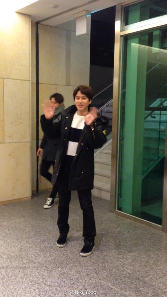 150127_kyuhyun_after_robin_hood_musical (1)