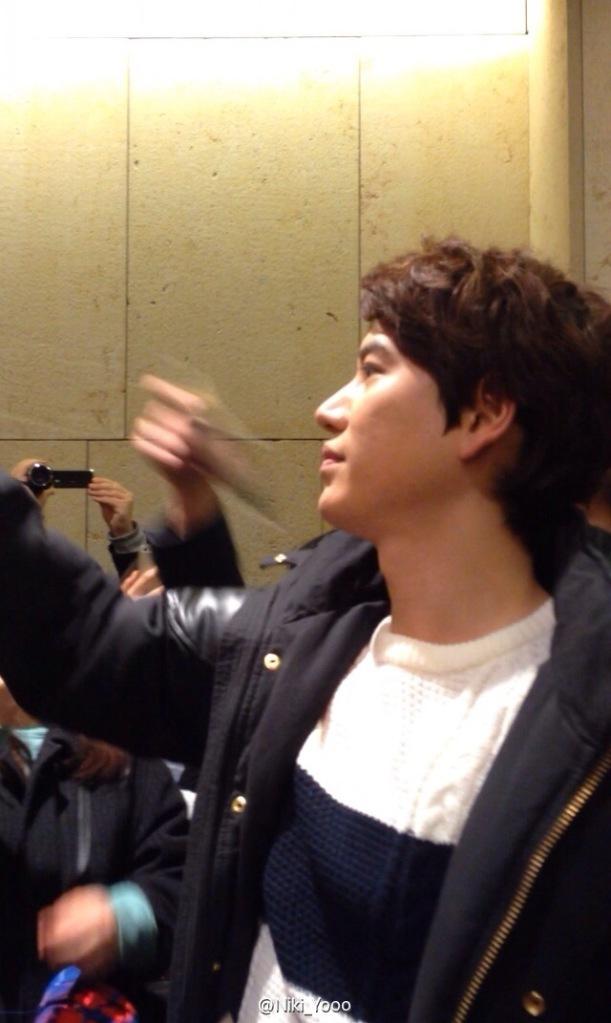 150127_kyuhyun_after_robin_hood_musical (12)