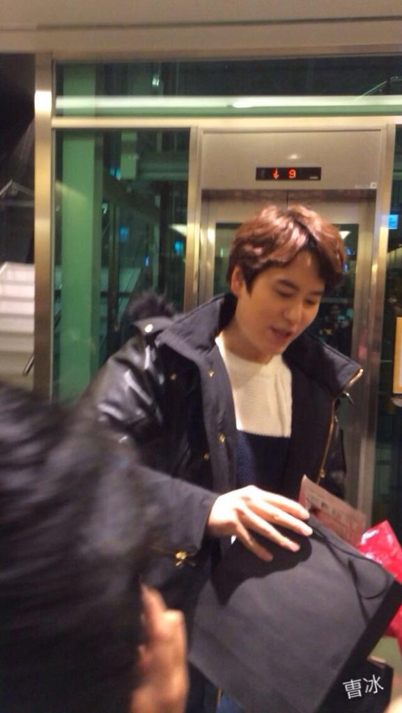 150127_kyuhyun_after_robin_hood_musical (2)