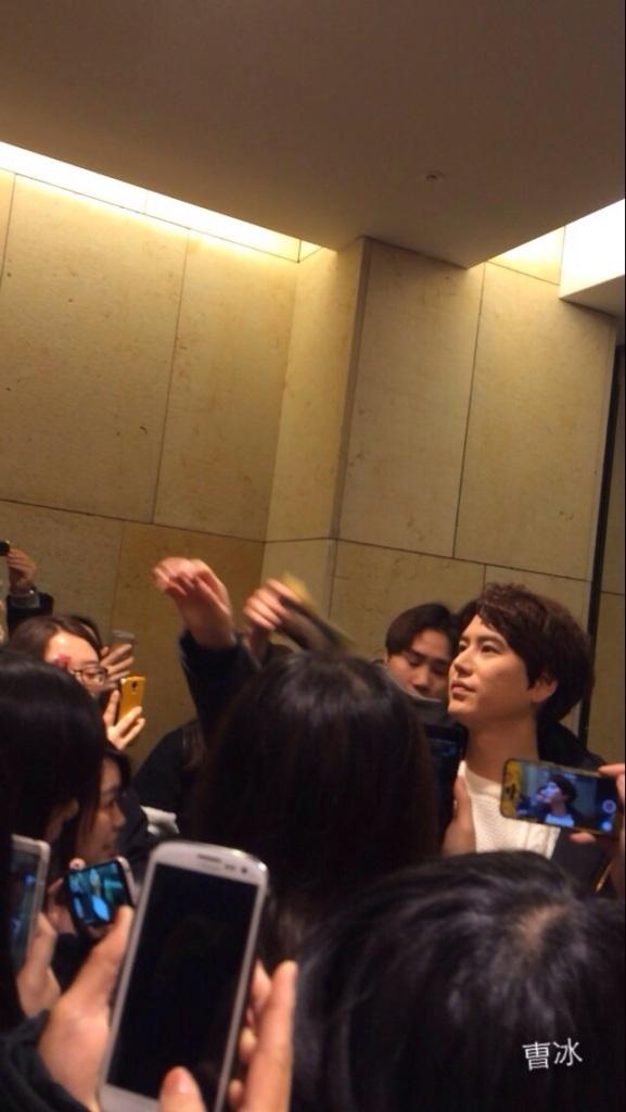150127_kyuhyun_after_robin_hood_musical (6)