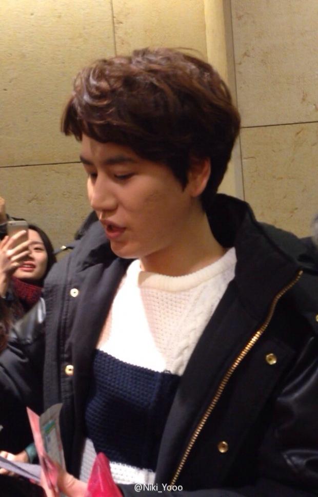150127_kyuhyun_after_robin_hood_musical (9)