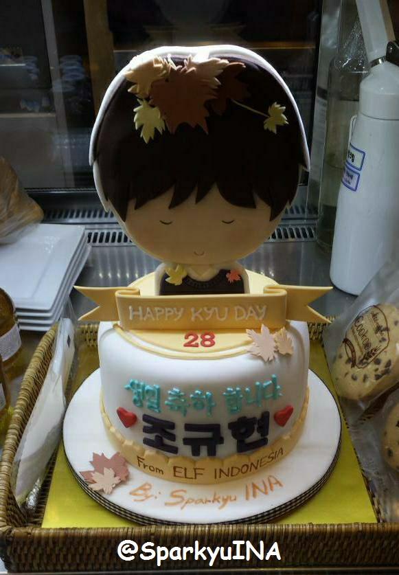 Cake kita di MOM House, udah siap dipotong TT__TT LOL