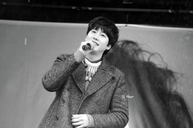 141128_kyuhyun_Surprise_mini_concert_at_gwanghwamun (2)