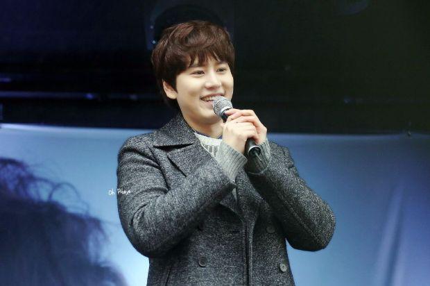 141128_kyuhyun_Surprise_mini_concert_at_gwanghwamun (3)