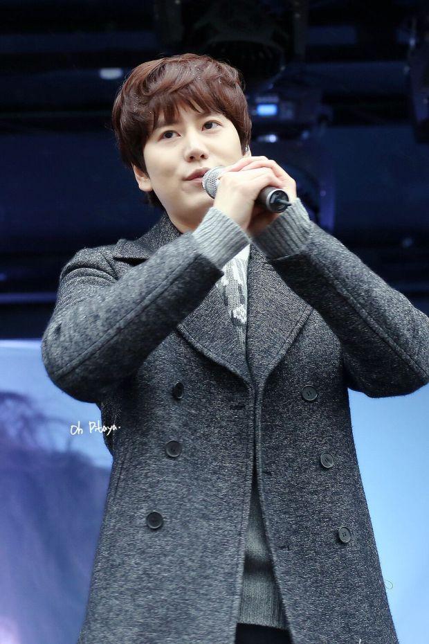 141128_kyuhyun_Surprise_mini_concert_at_gwanghwamun (5)