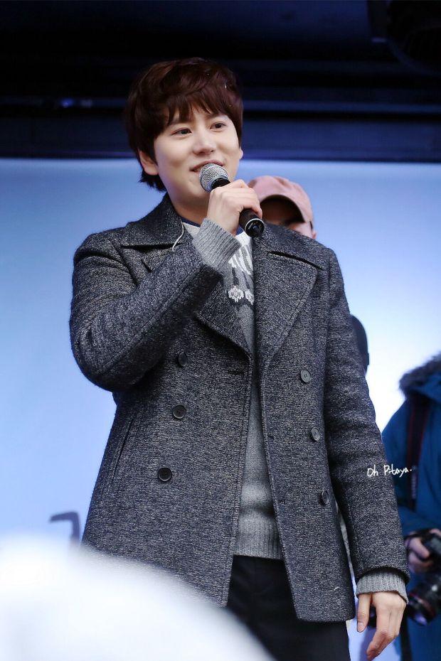 141128_kyuhyun_Surprise_mini_concert_at_gwanghwamun (6)