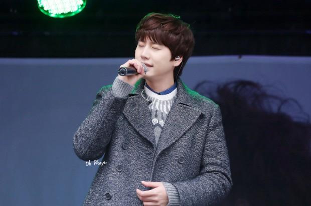 141128_kyuhyun_Surprise_mini_concert_at_gwanghwamun (7)