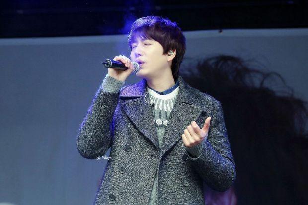 141128_kyuhyun_Surprise_mini_concert_at_gwanghwamun (8)