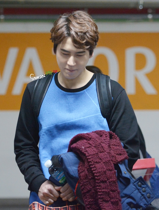150130_after_musical_robinhood_kyuhyun (1)