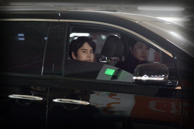 150130_after_musical_robinhood_kyuhyun (2)