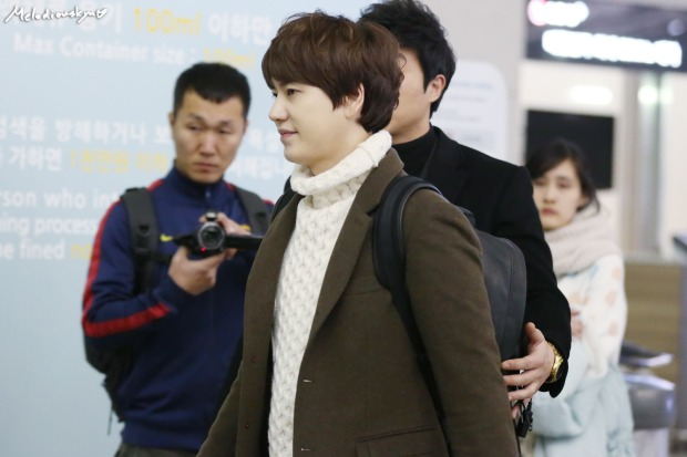 150201_kyuhyun_incheon_to_india (5)