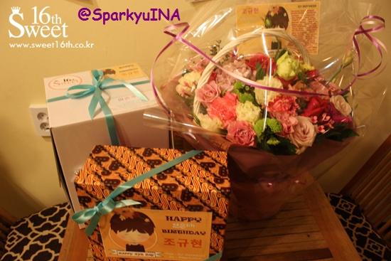 Paket gift untuk Kyu yang siap diantar ke MOM House