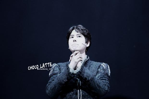 150313_kyuhyun_robin_hood_musical_curtain_call (1)
