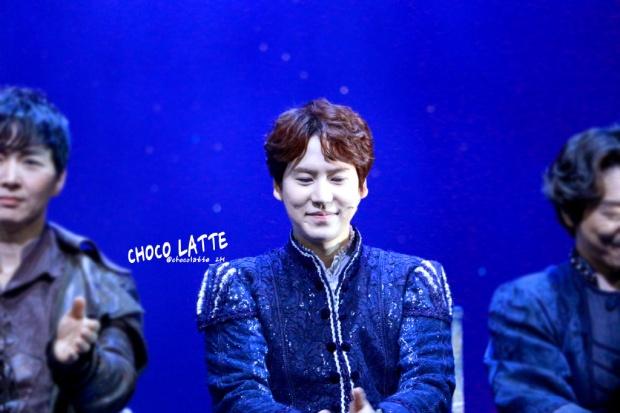 150313_kyuhyun_robin_hood_musical_curtain_call (2)
