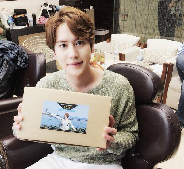 Food support tersebut di-tweet langsung oleh Kyuhyun ^^